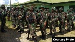 Pengiriman pasukan gabungan untuk mengevakuasi korban serangan KKSM di Yigi, Papua, dan sekaligus mengejar para pelaku, Rabu (5/12). (Courtesy: Kapendam Papua)