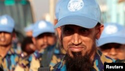 남수단 유엔 임무를 돕기 위해 주바 공항에 도착한 방글라데시 경찰들.이들은 폭력 사태로 발생한 난민 지원 업무를 맡는다.