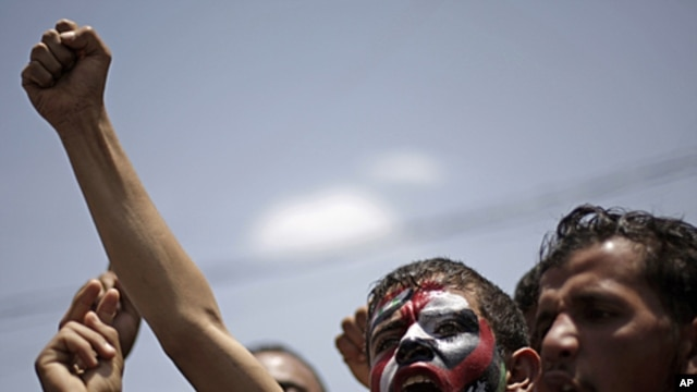 Protesters shout slogans during a demonstration demanding the resignation of President Ali Abdullah Saleh in Sana'a, Yemen, September 17, 2011.