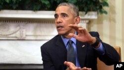 바락 오바마 미국 대통령이 7일 백악관 집무실에서 기자들에게 허리케인 '매튜' 대책을 설명하고 있다.