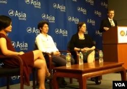 李婷婷出席亚洲协会中参馆讨论会 (美国之音方冰拍摄)