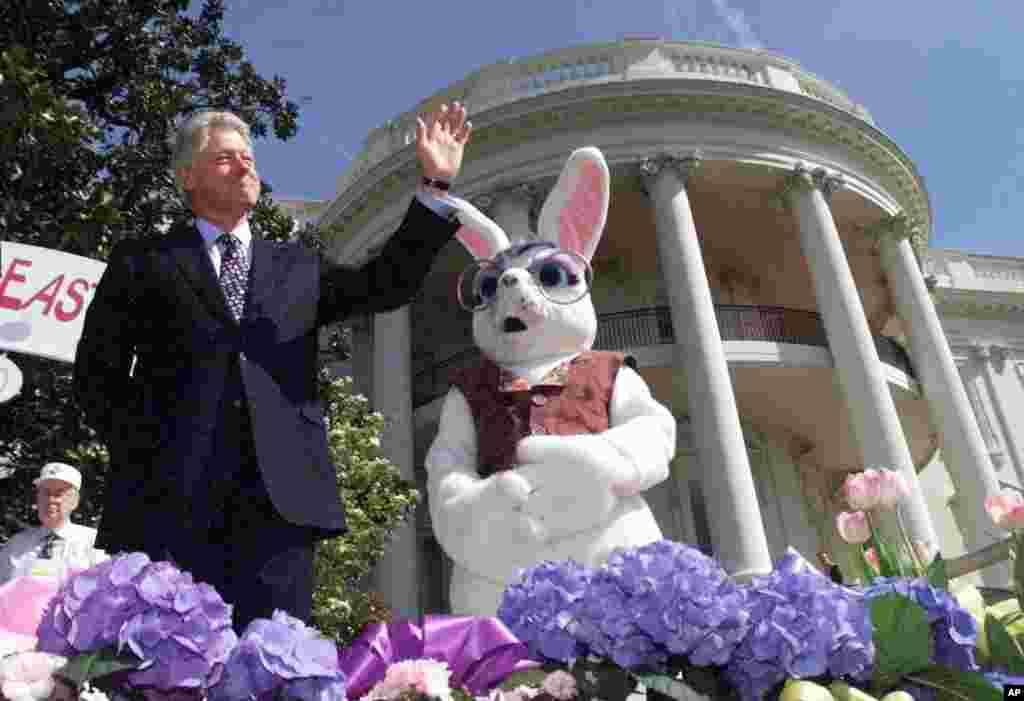 El expresidente Bill Clinton en la celebración de Pascua del año 2000.