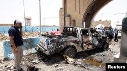 Знищена вибухом машина на контрольно-пропускному пункті аль-Рашидія