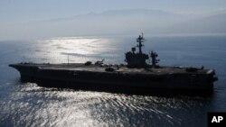 正在南中國海巡航的美國海軍卡爾文森號航空母艦