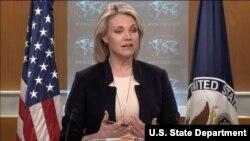 헤더 노어트 미국 국무부 대변인이 27일 정례브리핑에서 기자의 질문에 답하고 있다.