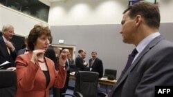 Visoka predstavnica EU Ketrin Ešton i poljski ministar inostranih poslova Radoslav Sikorski na zasedanju u Luksemburgu