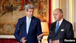 Le secrétaire d'Etat John Kerry et son homologue français Laurent Fabius, à Paris le 20 novembre 2014 (Reuters)