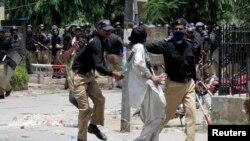 ماڈل ٹاون کے سانحے میں طاہرالقادری کے پیروکاروں اور پولیس کے درمیان جھڑپوں میں 14 افراد ہلاک ہو گئے تھے۔