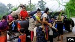 Para pengungsi Burma dari etnis minoritas Karen yang mengungsi ke Thailand (foto: dok). Tentara Burma masih terus melakukan pelanggaran HAM atas etnis Karen.