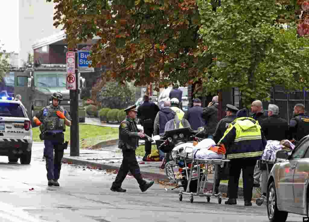 مهاجم حمله به کنیسه یهودیان در پیتزبورگ بازداشت شد. او خود در تیراندازی مجروح شده است. رابرت باورز در حالی که علیه یهودیان شعار می داد، تیراندازی کرد.