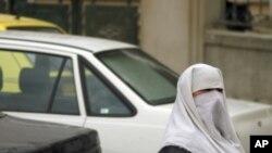 برقع پر پابندی کا دفاع