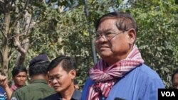 FILE PHOTO- Interior Minister Sar Kheng oversees the rescue operation after a building collapsed in Kep province, Cambodia, January 4, 2020. (Sun Narin/VOA Khmer)