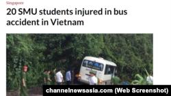 Xe buýt tông vào vách núi (Ảnh chụp từ màn hình của trang web channelnewsasia.com, 13/5/2019)