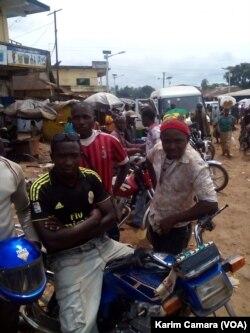Chính phủ Guinea cho rằng sự tăng mạnh của những ca bệnh ở đây một phần là do những người tài xế lái xe qua thị trấn biên giới Forecariah và chở về những người bệnh từ lân bang Sierra Leone.