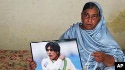 فاسٹ باؤلر محمد عامر کی والدہ