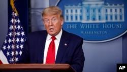 رئیس جمهوری آمریکا غروب جمعه ۱۵ فروردین در کنفرانس خبری با حضور خبرنگاران شرکت کرد.
