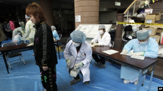 Medical staff screen people who are concerned over radiation exposure in Niigata, northern Japan March 16, 2011.  Radiation has been released into the atmosphere at the Fukushima Daiichi nuclear plant run by Tokyo Electric Power Co. on the country's north