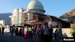 People gather on the streets following an earthquake in Lombok, Indonesia, July 29, 2018 in this picture obtained from social media. (Courtesy of Lalu Onank/Social Media )