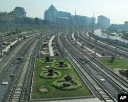 北京南站的铁路线(资料照片)