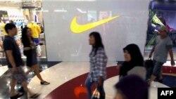 Cửa hàng Nike tại một trung tâm thương mại ở Jakarta, Indonesia