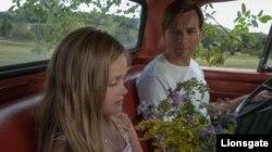 مکگرگور و داکوتا فنینگ در فیلم «آمریکن پستورال» از مکگرگور
