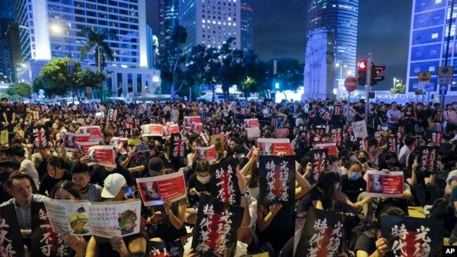 香港民众2019年8月16日举行示威,要求民主。