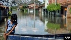 Các chuyên gia khí tượng nói rằng mưa quá nhiều gây lụt lội đường phố ở miền nam Colombia là do hiện tượng khí hậu La Nina