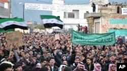 27일 시리아 홈즈 시에 집결한 반정부 시위대