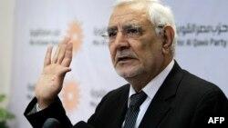 L'opposant arrêté Abdel Moneim Aboul Fotouh lors d'une conférence de presse au Caire, le 4 février 2015.