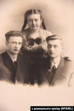 Марта Гулей з братами