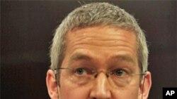 کرس بۆرس کۆنسوڵی بهریتانیا له ههرێمی کوردسـتان بۆ دهزگاکانی ڕاگهیاندن له کهناڵی NRT دهدوێت، سێشهممه 15 ی سێی 2011