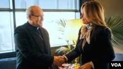 El cardenal Ortega se reunió con el grupo de disidentes cubanos liberados que migraron a España, aunque previamente tuvo un encuentro con la ministra de Relaciones Exteriores de España Trinidad Jiménez.