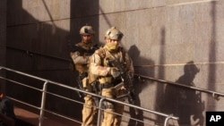 在非洲國家馬里幫助馬里軍隊打擊極端主義的軍人(2015年11月20日)