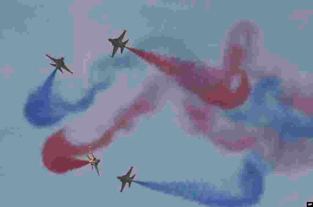 The South Korean Air Force's aerobatic team, the Black Eagles, performs during a ceremony marking the 65th anniversary of Armed Forces Day at the Seoul military airport, Oct. 1, 2013.