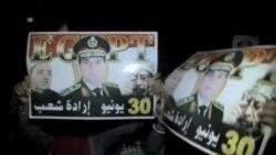 AKTUELNO Policija zaustavlja automobile kod kontrolnog punkta blizu američke ambasade u Sani, u Jemenu, 6. avgusta 2013. Evakuisana ambasada SAD u Jemenu Stejt department i dalje veoma ozbiljno shvata aktuelnu terorističku pretnju. Tokom noći,