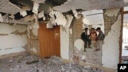 زلزلے کے ایک سال بعد مظفر آباد میں ایک تباہ شدہ عمارت۔ فائل فوٹو