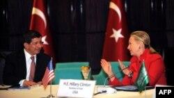 Хиллари Клинтон и Ахмет Давутоглу