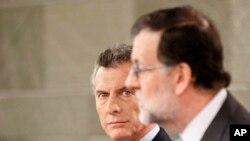 El presidente de Argentina, Mauricio Macri y el presidente español Mariano Rajoy, durante una conferencia de prensa conjunta después de su reunión en el Palacio de la Moncloa en Madrid, España, el jueves 23 de febrero de 2017.
