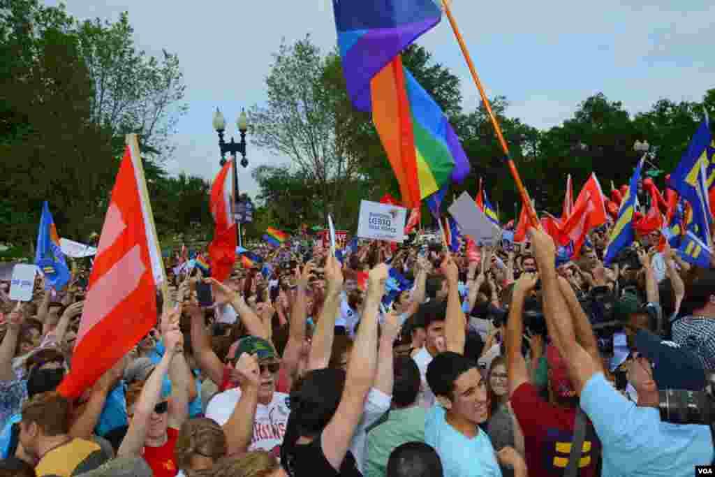 Манифестация в поддержку однополых пар на право заключать брак на всей территории страны