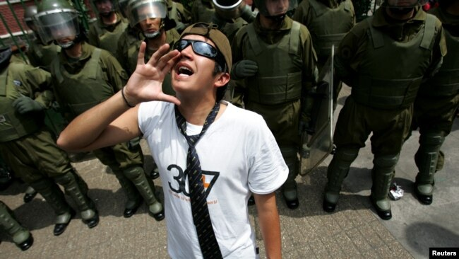 Milennials se suman a protestas chilenas para exigir nuevo modelo