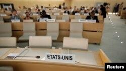 Los asientos de EE.UU. en el Consejo de DD.HH. de la ONU en Ginebra estaban vacíos el jueves, 20 de junio de 2018, un día después que anunciara su retiro.