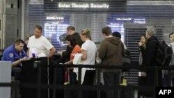 Chicago'nun O'Hare havalimanında güvenlik kontrolü