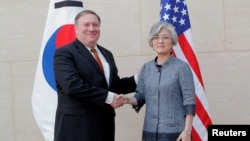 마이크 폼페오 미국 국무장관과 강경화 한국 외교장관이 20일 뉴욕 맨해튼 유엔주재 한국 대표부에서 회담했다.