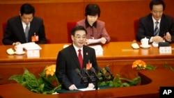 Chánh án Chu Cường của Tòa án Nhân dân Tối cao nói rằng trong năm 2014 các tòa án Trung Quốc đã xét xử 558 vụ án liên quan tới khủng bố và âm mưu chia cắt đất nước.