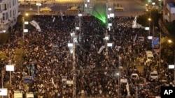 7일 이집트 카이로의 대통령궁 주변에 모여든 반정부 시위대.