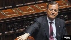 Menteri Luar Negeri Italia, Franco Frattini meminta penyelidikan NATO atas insiden kapal pengungsi Libya yang ditelantarkan (6/8)