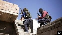 Các chiến binh của đảng Công nhân Kurdistan - PKK - trong cuộc tấn công các lực lượng an ninh Thổ Nhĩ Kỳ tại Nusaydin ngày 1/3/2016.