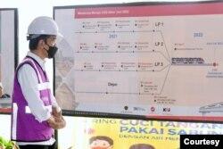 Presiden Jokowi meninjau Stasiun TMII, Jakarta, Rabu, 9 Juni 2021 (Foto: biro pers)