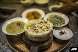 'پانچ سو سال پہلے نان، چپاتی اور پوری کے ساتھ پراٹھے کا تذکرہ نہیں ملتا'