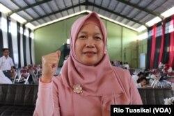 Guru SMPN 11 Bandung, Nia Kurniati, berharap bibit keberagaman bisa tumbuh subur di masa depan. (VOA/Rio Tuasikal)